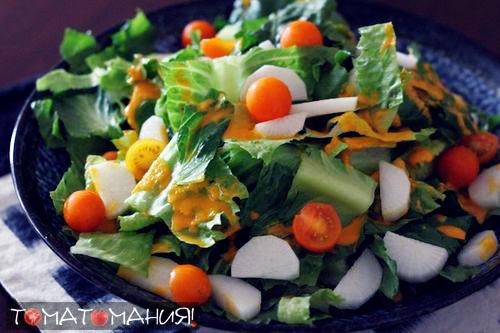 Салат из дайкона и помидоров черри с морковной заправкой